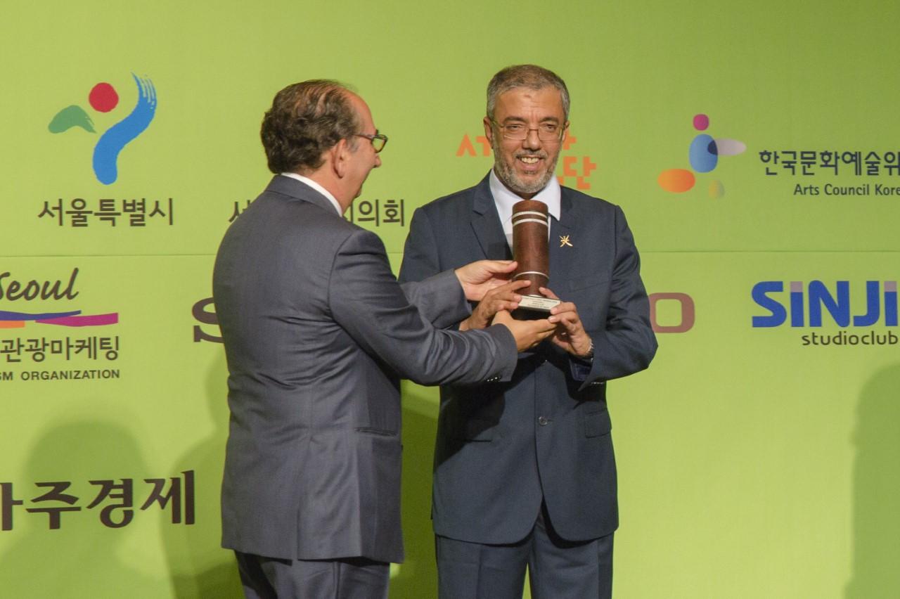 تتويج السلطنة بكأسي العالم للتصوير الضوئي في فئة الشباب بمدينة جيونجو الكورية