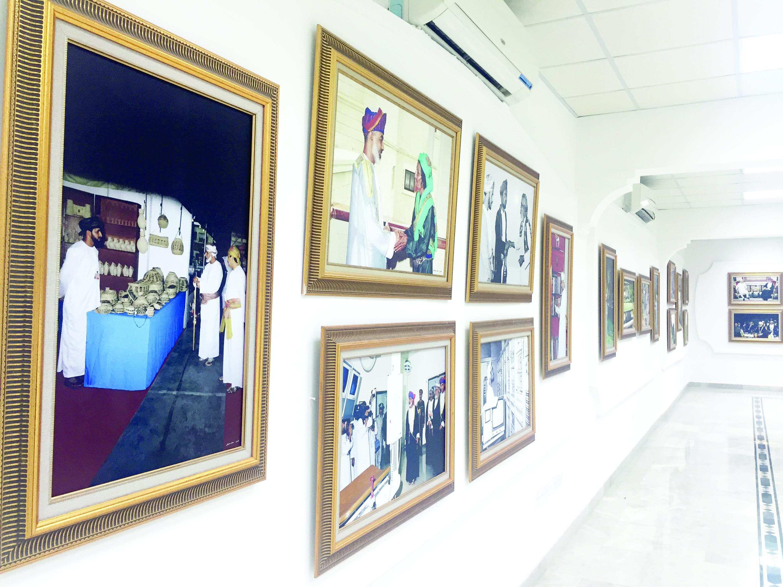 معرض صور يبرز التلاحم بين القائد والشعب