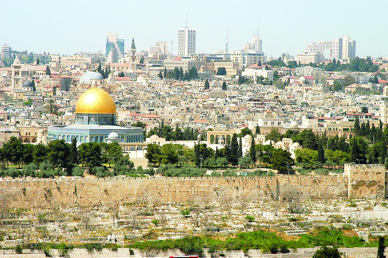 مهرجان للخمور على مقبرة مأمن الله في القدس