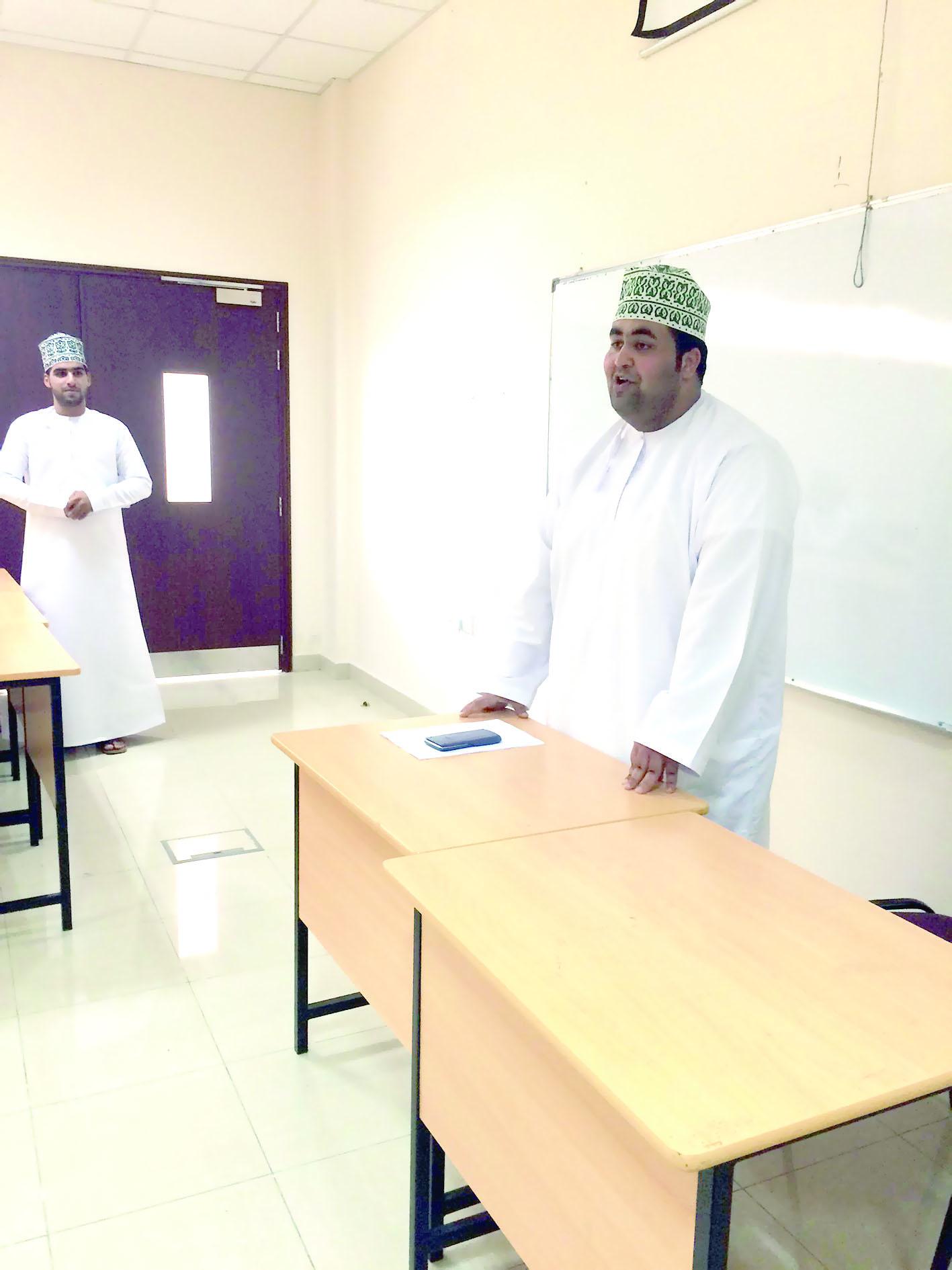 لقاء مفتوح مع المترشحين للاستشاري الطلابي بتطبيقية صحار