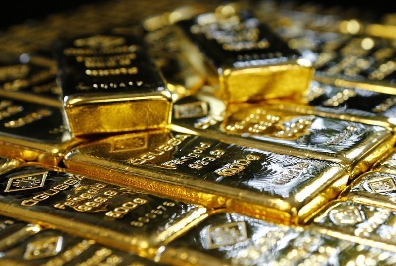 الذهب يقلص مكاسبه مع تعافي الدولار وصعود الأسهم