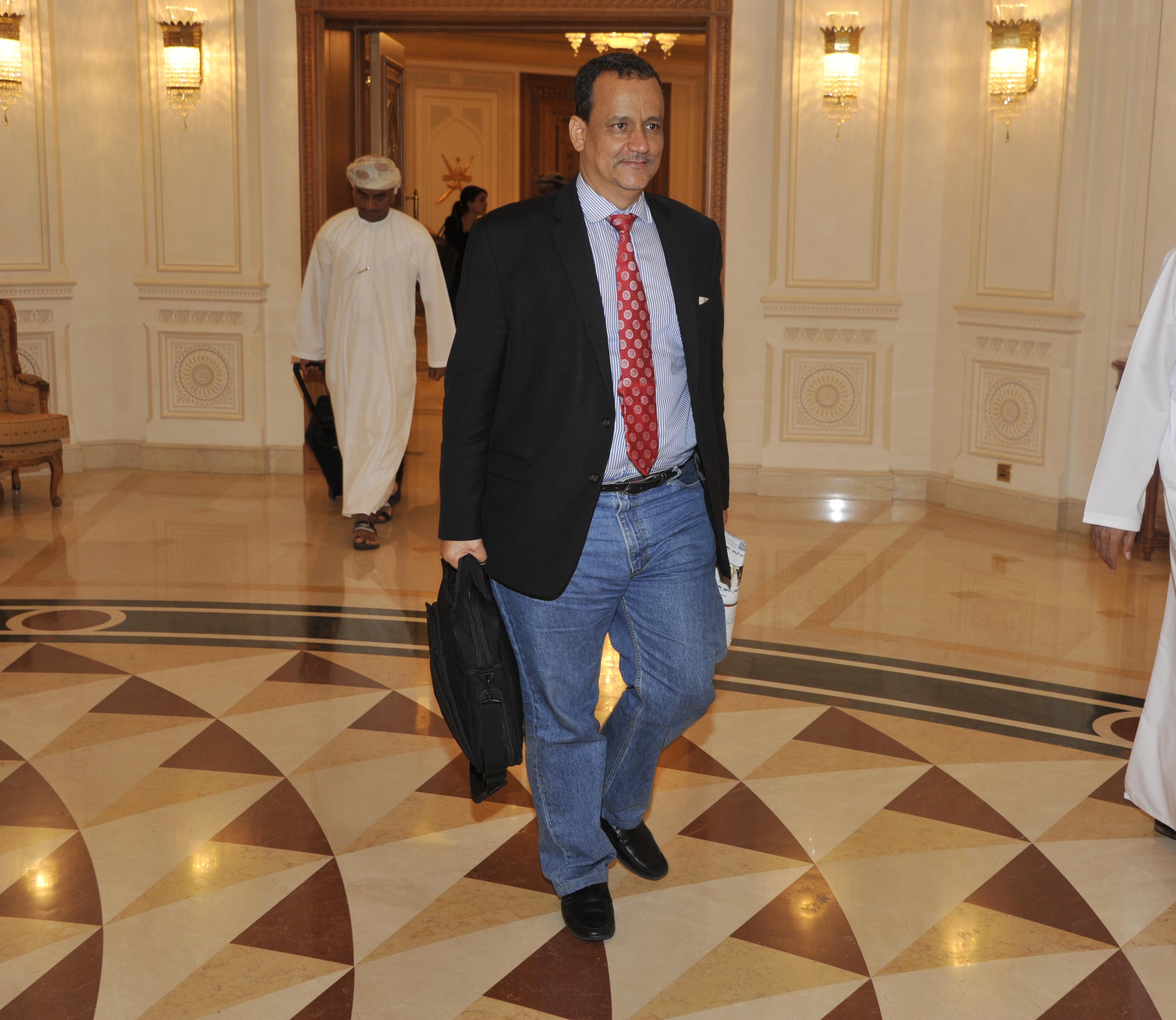 المبعوث الخاص للأمين العام للأمم المتحدة إلى اليمن يغادر السلطنة