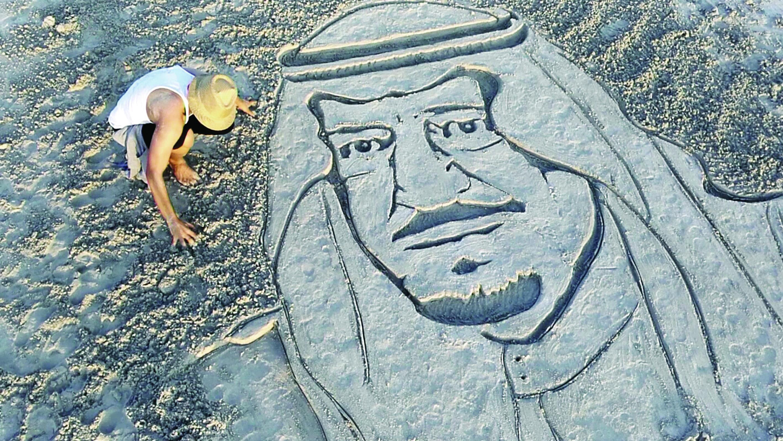 أحمد الشحري.. يستنطق رمل الشواطئ