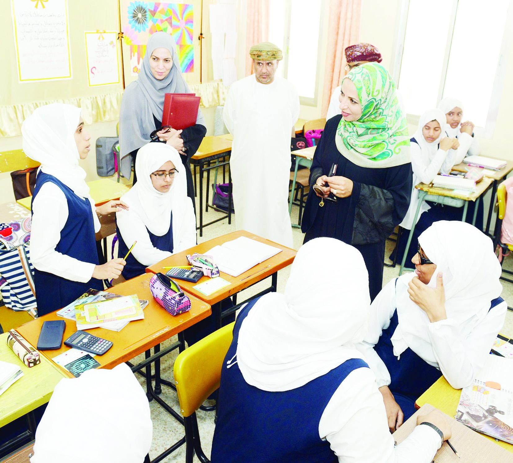 وزيرة التربية  تتفقد  مدارس جنوب الشرقية وتوجه بالرقي بمستويات المخرجات التعليمية