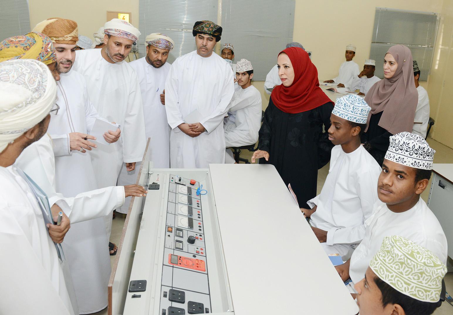 وزيرة التربية والتعليم تختتم زيارتها لمدارس محافظة جنوب الشرقية
