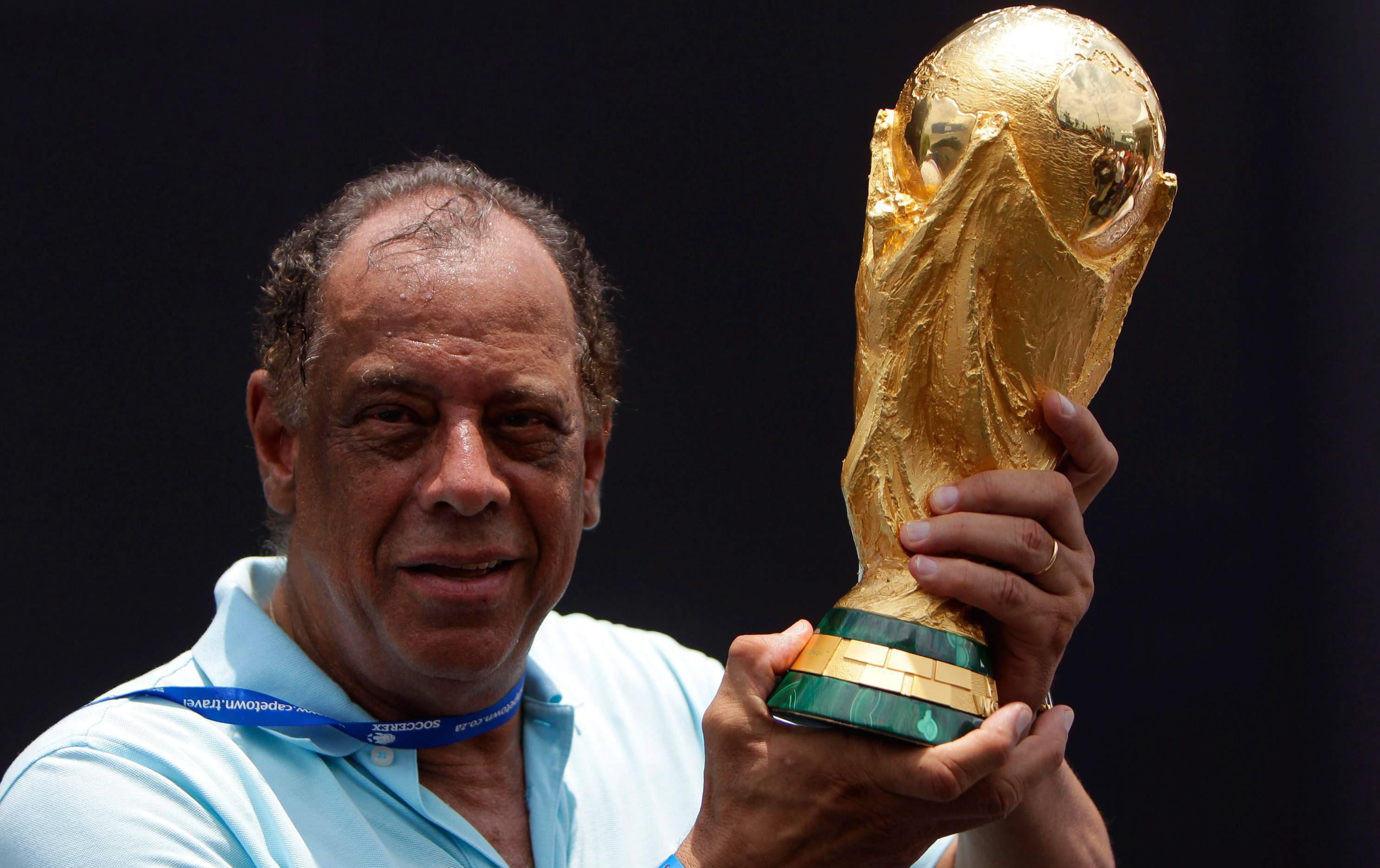 وفاة كارلوس البرتو توريس قائد المنتخب البرازيلي الاسطوري لعام 1970