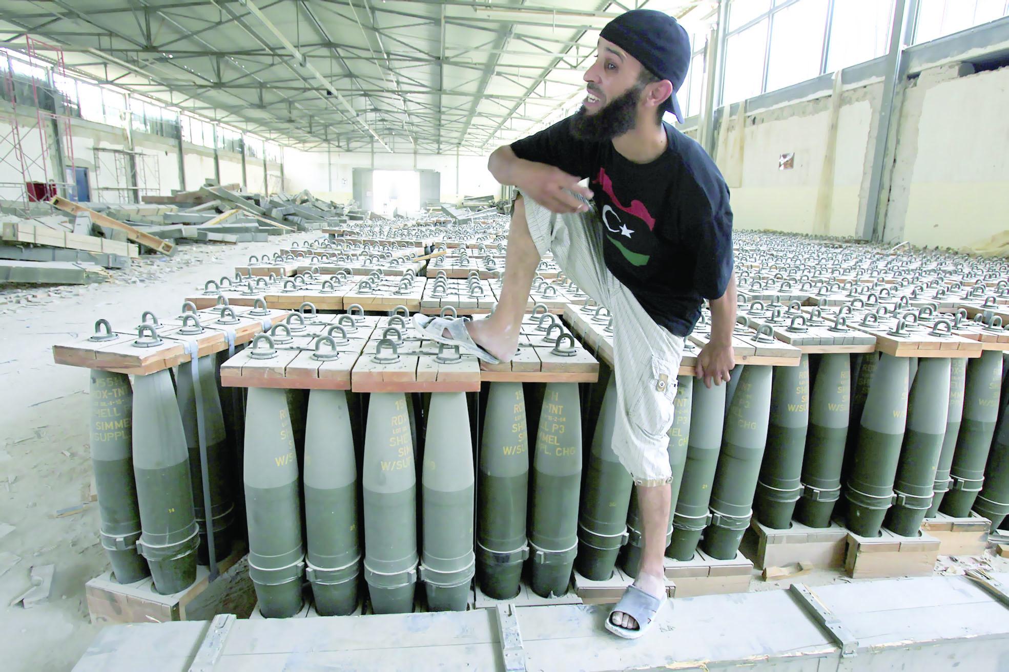 """""""فيسبوك"""".. يتحول لسوق أسلحة في ليبيا"""