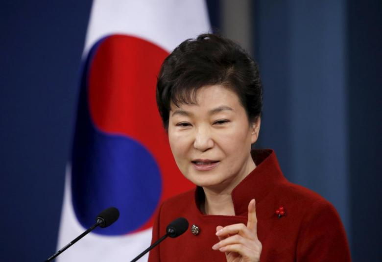 South Korean prosecutors to question president this week over political scandal