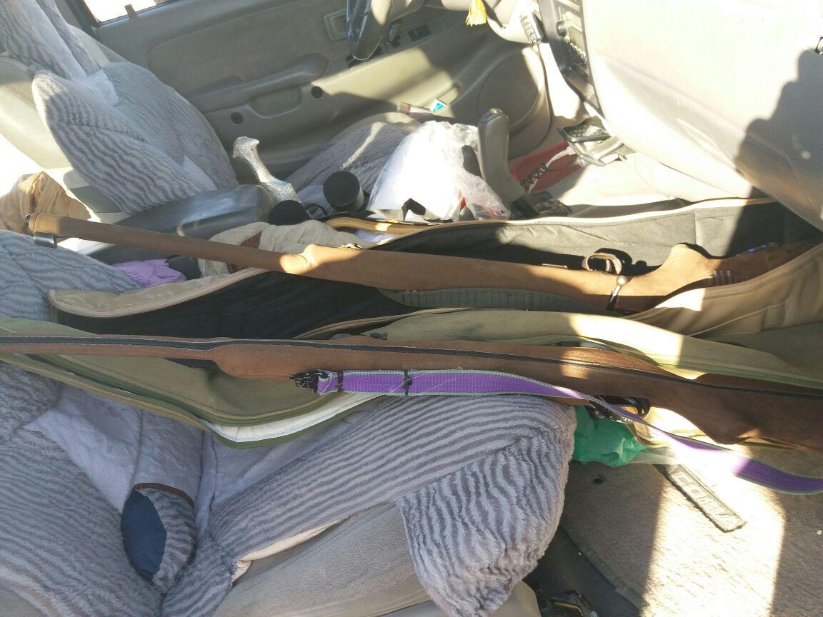 مصادرة صقور من نوع شاهين والقبض على صائدي غزال في ظفار
