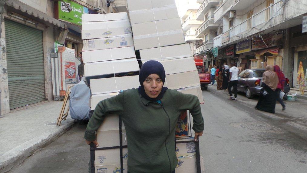 ماهي قصة فتاة عربة البضاعة التي قابلها الرئيس المصري ؟