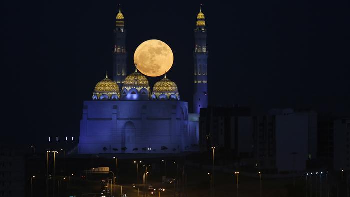 Supermoon rises in Oman