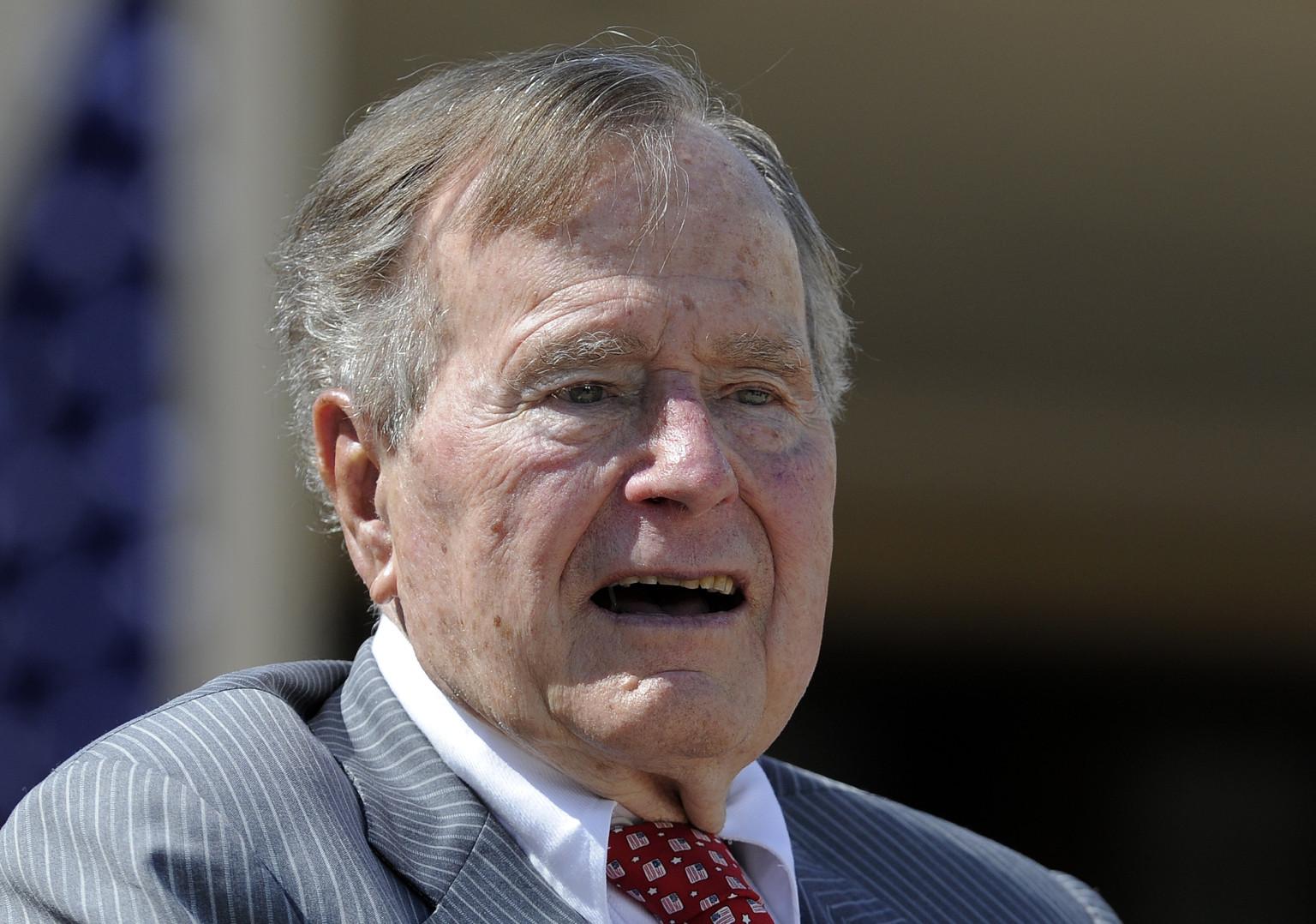 لمن سيدلي بوش الاب بصوته في الانتخابات الامريكية ؟