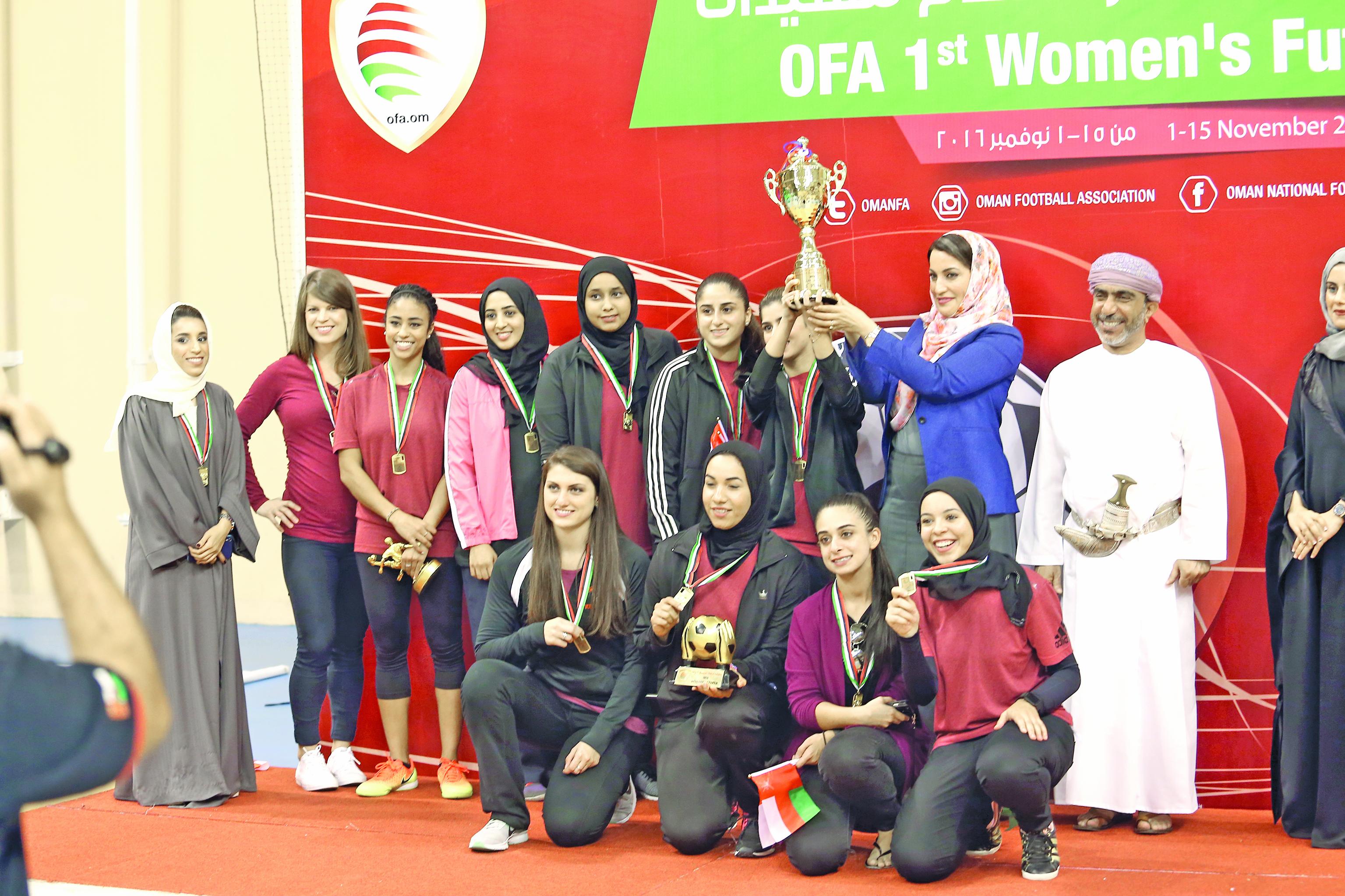 منى آل سعيد تتوج الاتفاق بلقب بطولة الصالات لكرة القدم للنساء
