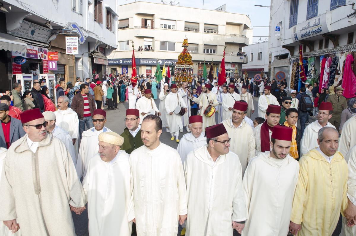 المغاربة يحتفلون بالمولد النبوي رغم الجدل