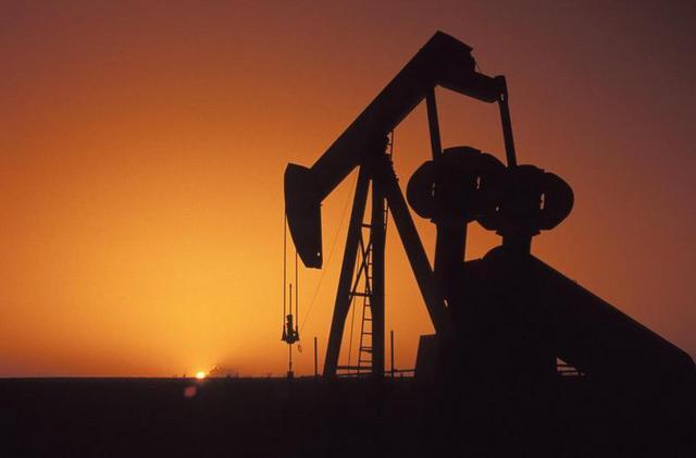 السلطنة تقرر تخفيض انتاج النفط 45 ألف برميل يوميا بعد اتفاق الأمس