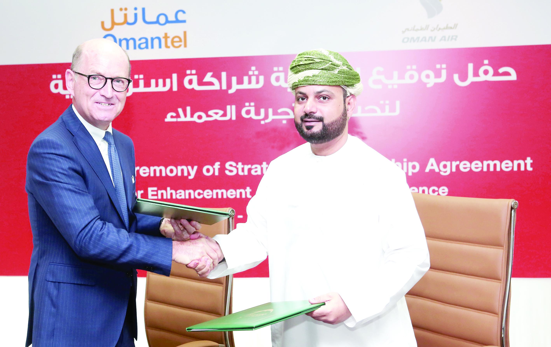 عمانتل والطيران العماني توقعان اتفاقية شراكة استراتيجية لتحسين تجربة المشتركين