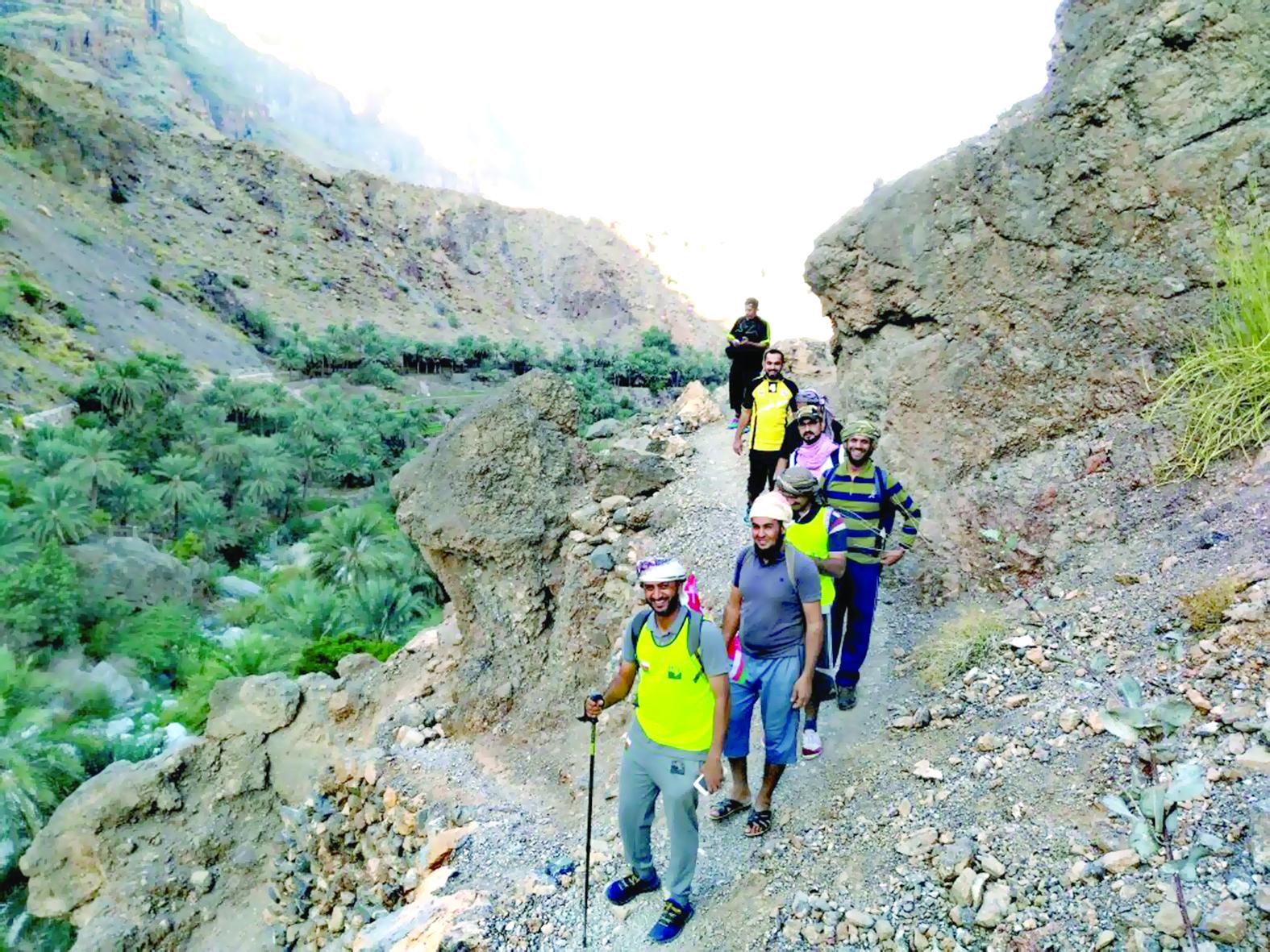 فريق «مجان» ينظم مسيراً جبلياً