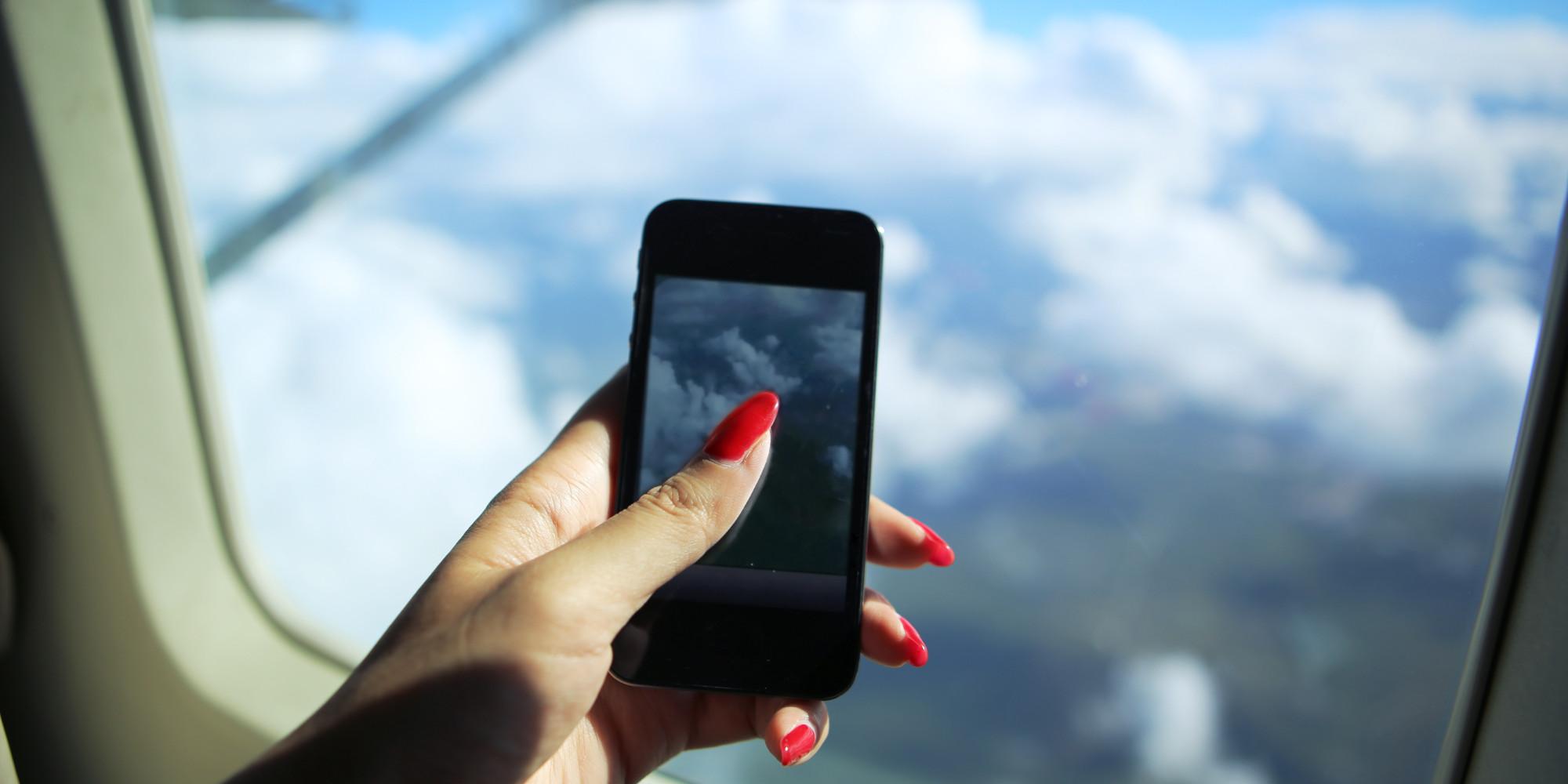 إذا أسقطت هاتفك على متن طائرة، لا تتحرك، اتركه، واطلب المساعدة