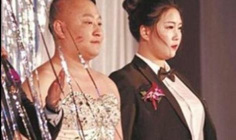 عروس صينية تشترط على عريسها ارتداء فستان الزفاف ... ماذا فعل ؟