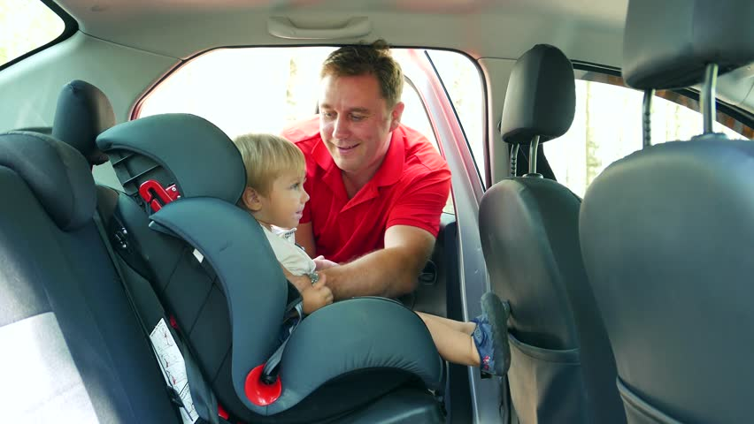Car seats for children should be made law, say experts in Oman
