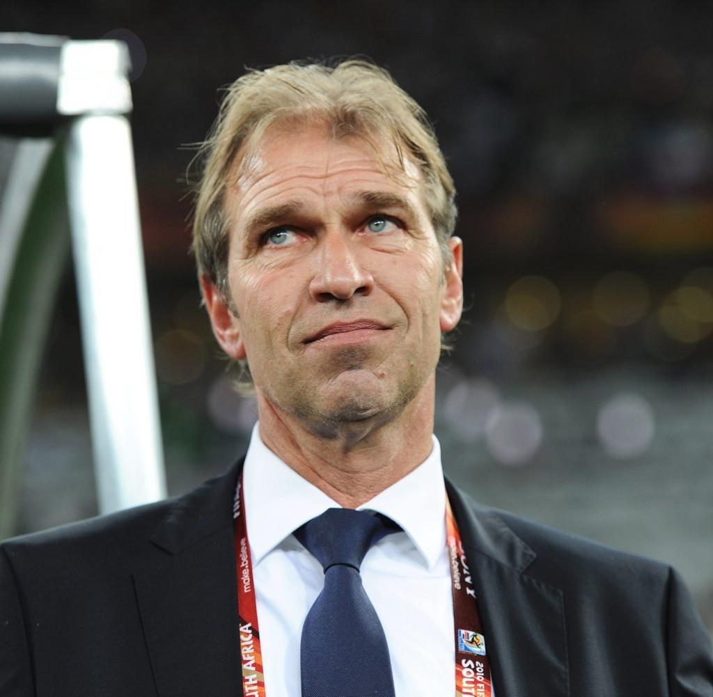 رسميا.. اتحاد الكرة يقر التفاوض مع الهولندي فيربيك لتدريب الأحمر العماني