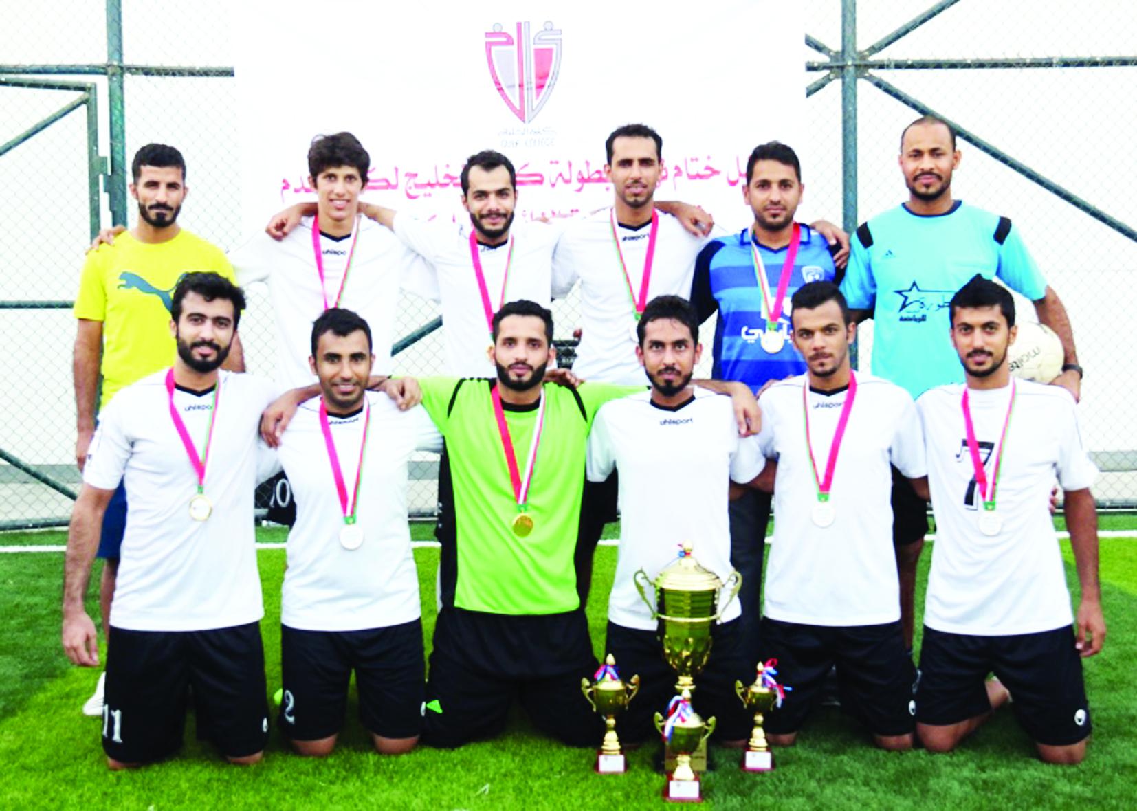 فريق المحترفين بطلا لكأس كلية الخليج لخماسيات كرة القدم