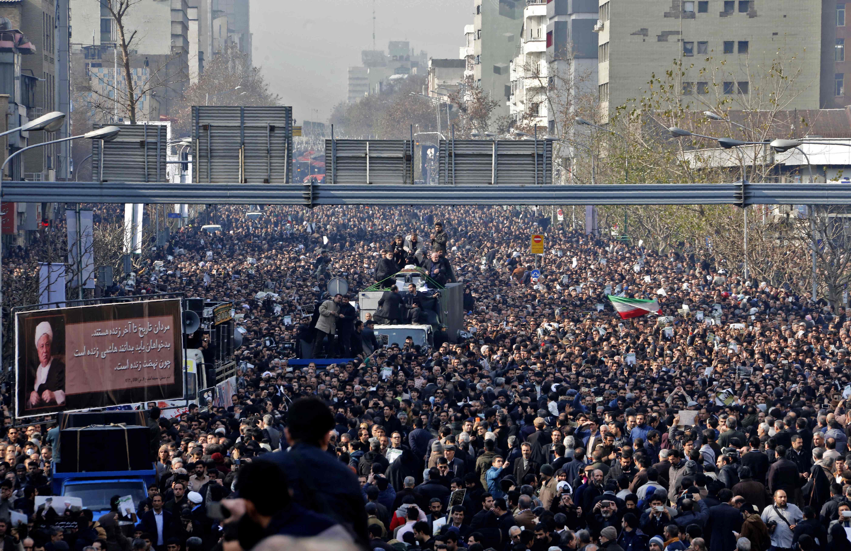 إيران تودع رفسنجاني في استعراض للوحدة