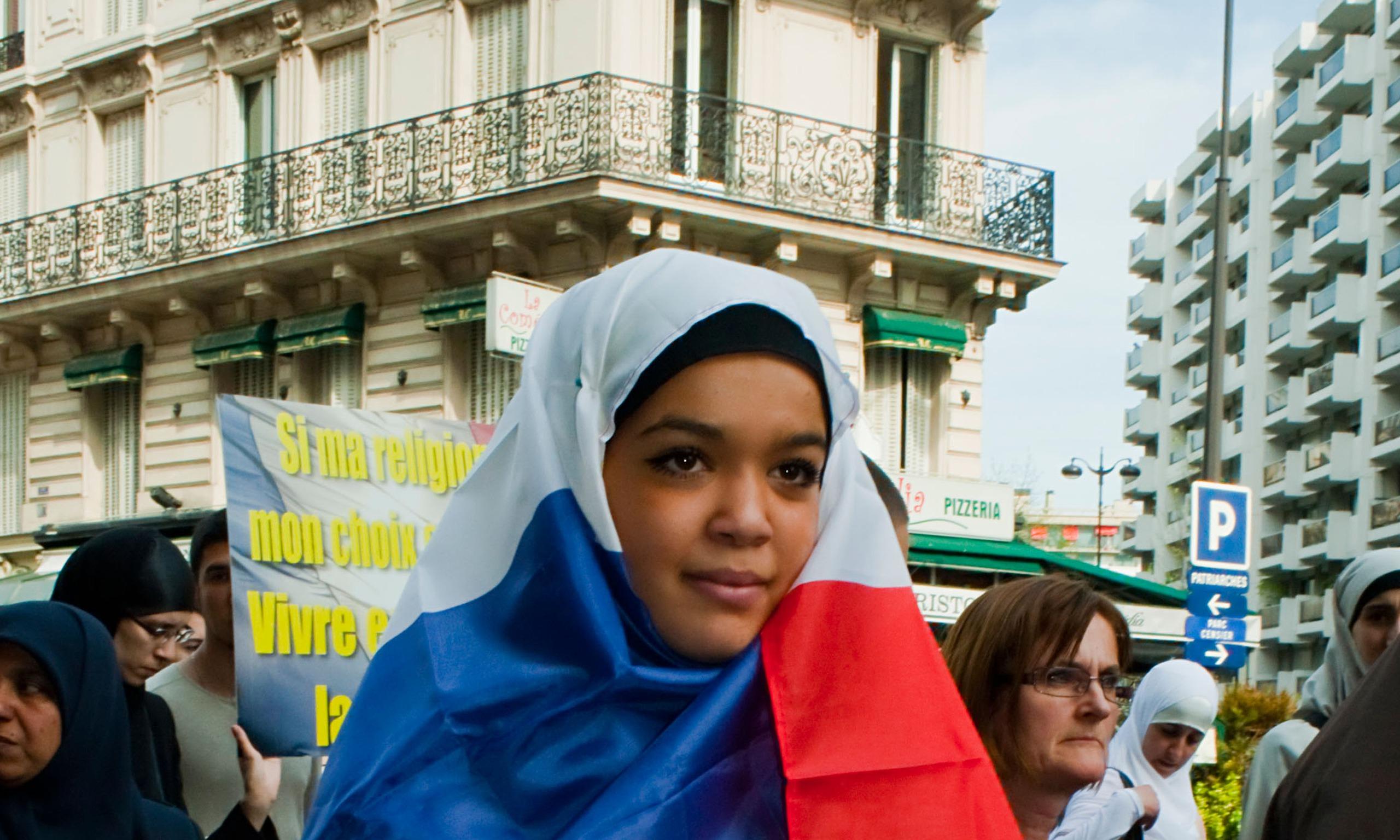محكمة أوروبية: لا إعفاء للفتيات المسلمات من دروس السباحة المختلطة في المدارس