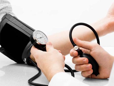 دراسة: ضغط الدم المرتفع في مراحل العمر المتأخرة تقي من الخرف