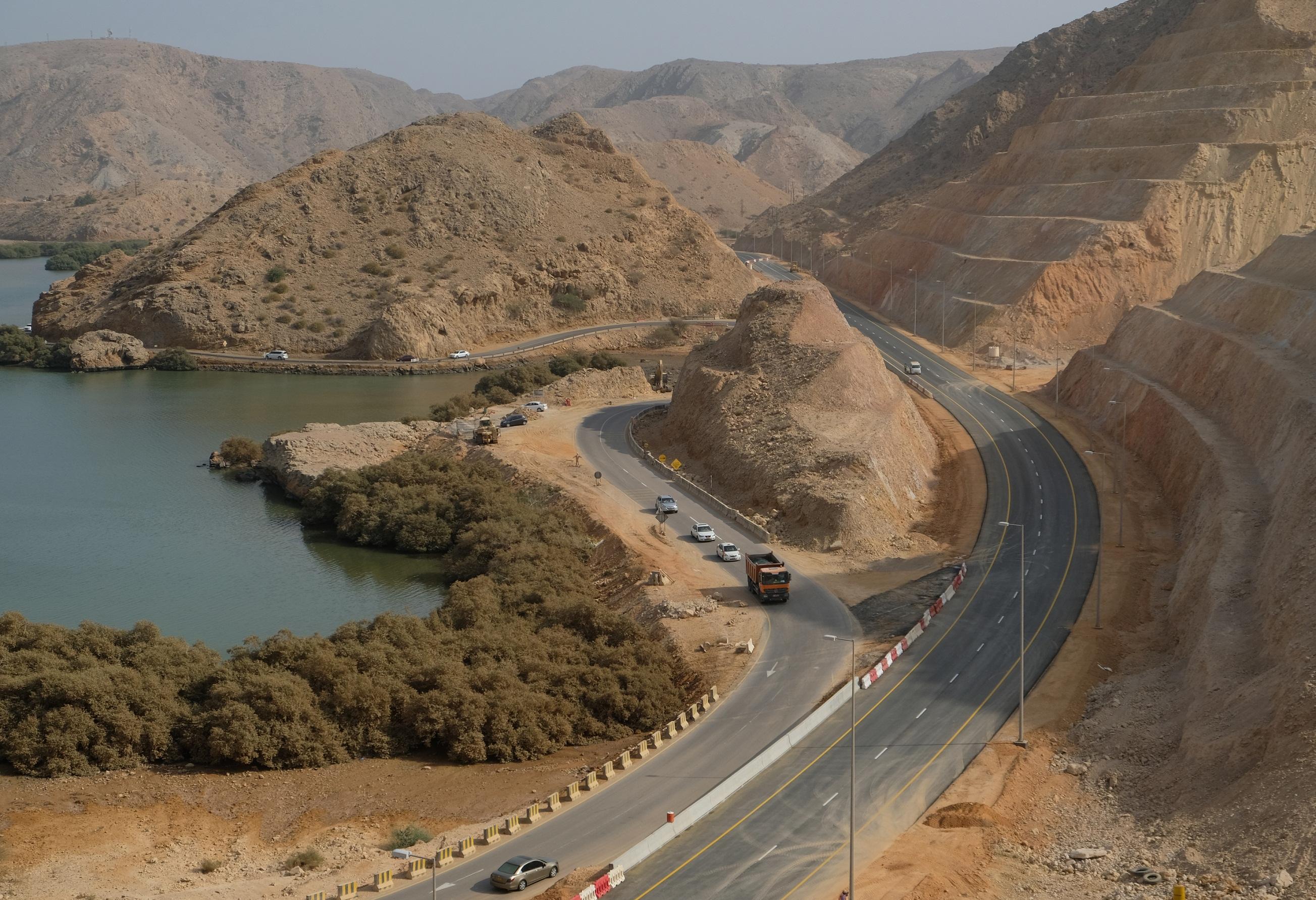 بلدية مسقط تفتتح أجزاءً من تحسينات طريق يتي - السيفة بمنطقة الخيران .. غداً