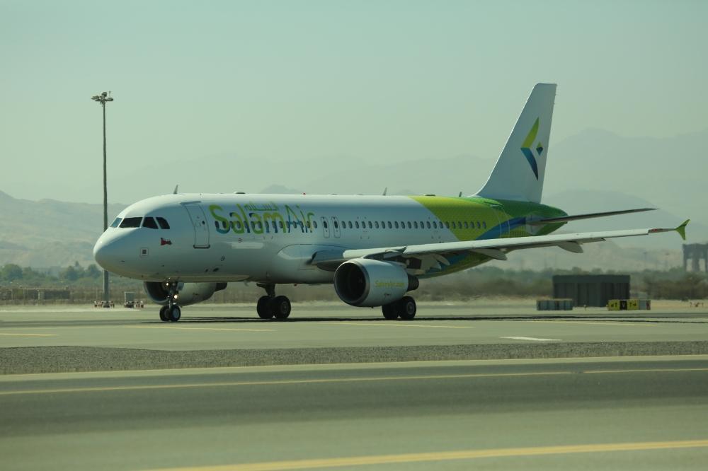 طيران السلام يقدم تذاكر مجانية.. وتذاكر صلالة - مسقط ابتداء من 11 ريالاً عمانياً