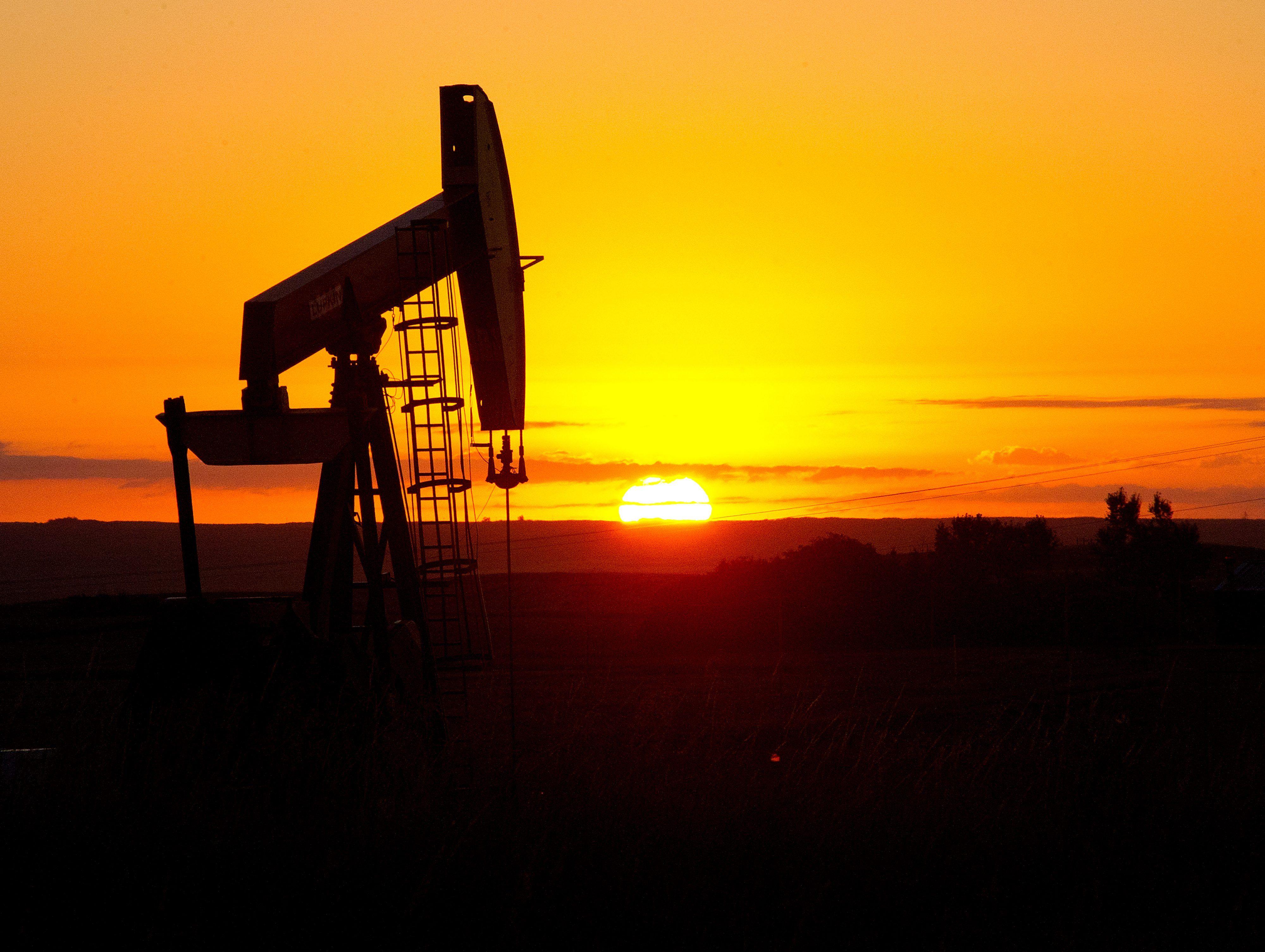 النفط يتراجع عالمياً