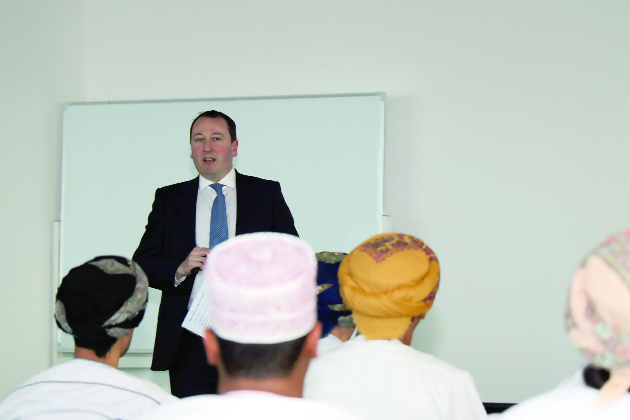 جامعة مسقط وجامعة كرانفيلد تتساعدان لطرح برامج الماجستير