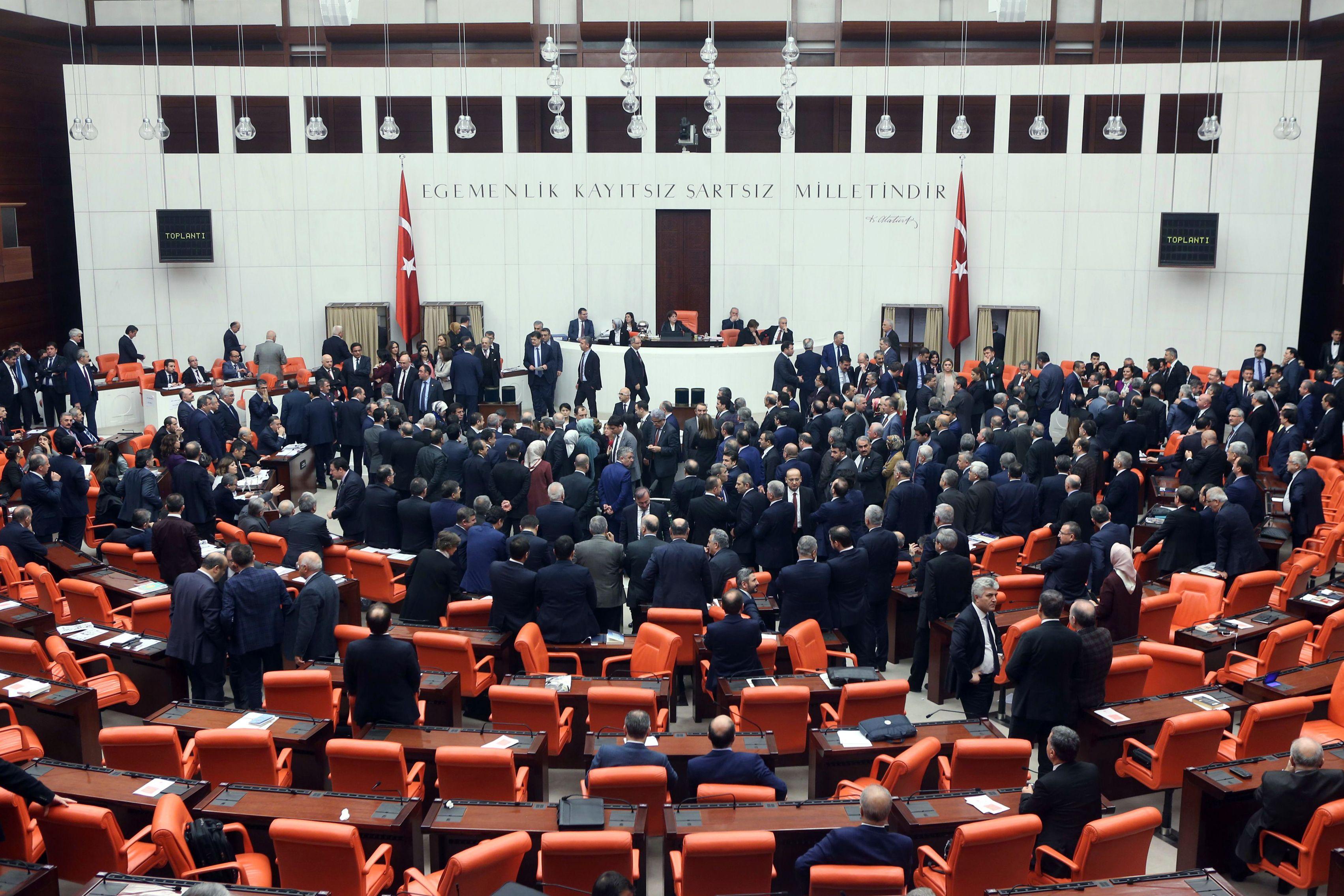 Turkish Parliaments Justice Commission passes bill on bar