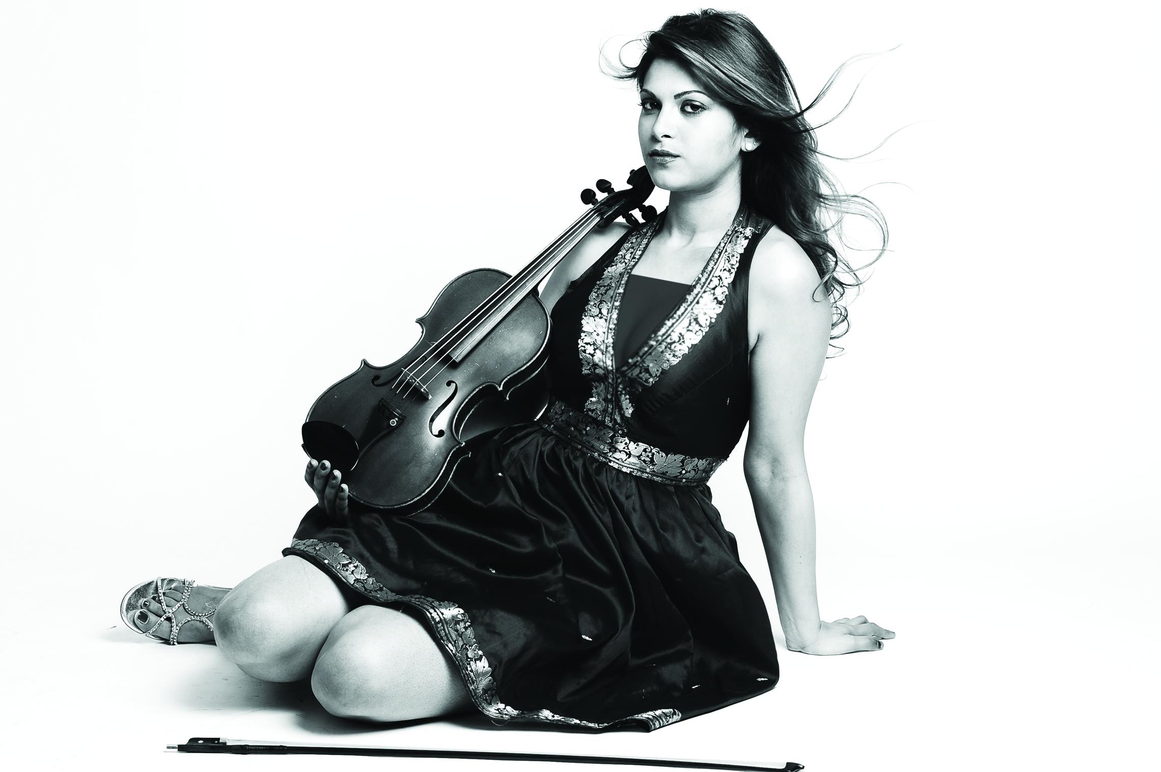 ياسمين عزايز: كلما فكرت في تأليف عمل موسيقي جديد جئت إلى عمان