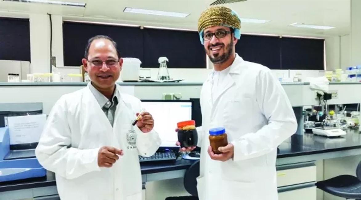 باحثان من جامعة السلطان قابوس يحصلان على براءة اختراع لوصفة معجون التمر