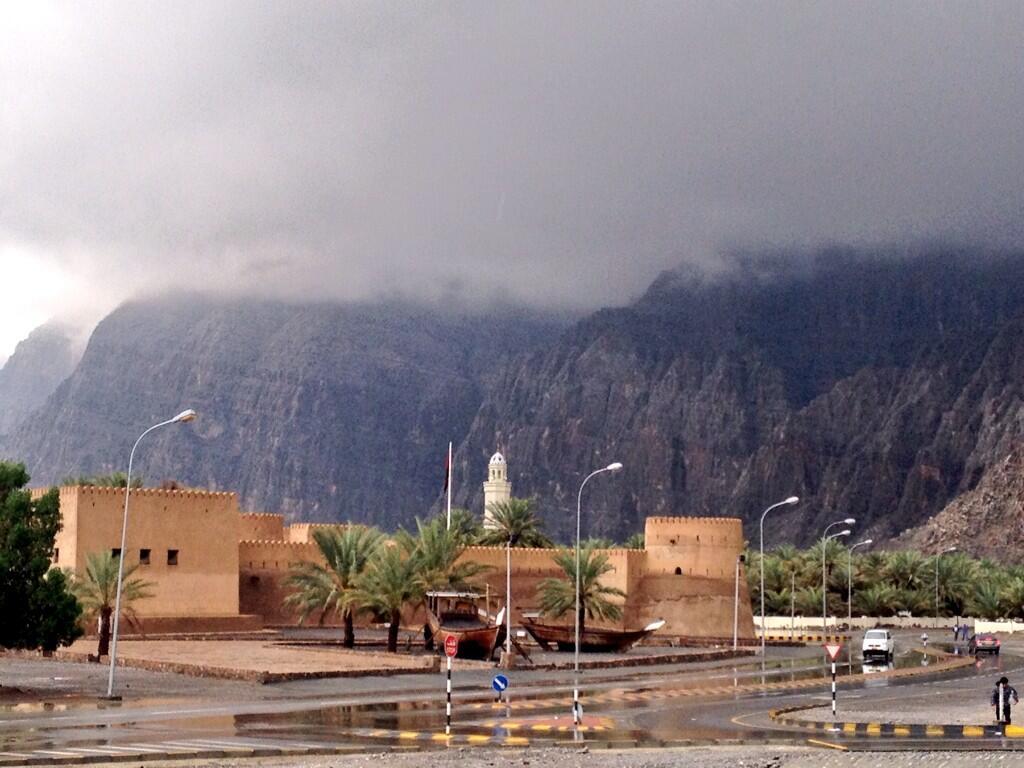 أمطار بين المتوسطة والخفيفة على محافظتي مسندم والبريمي