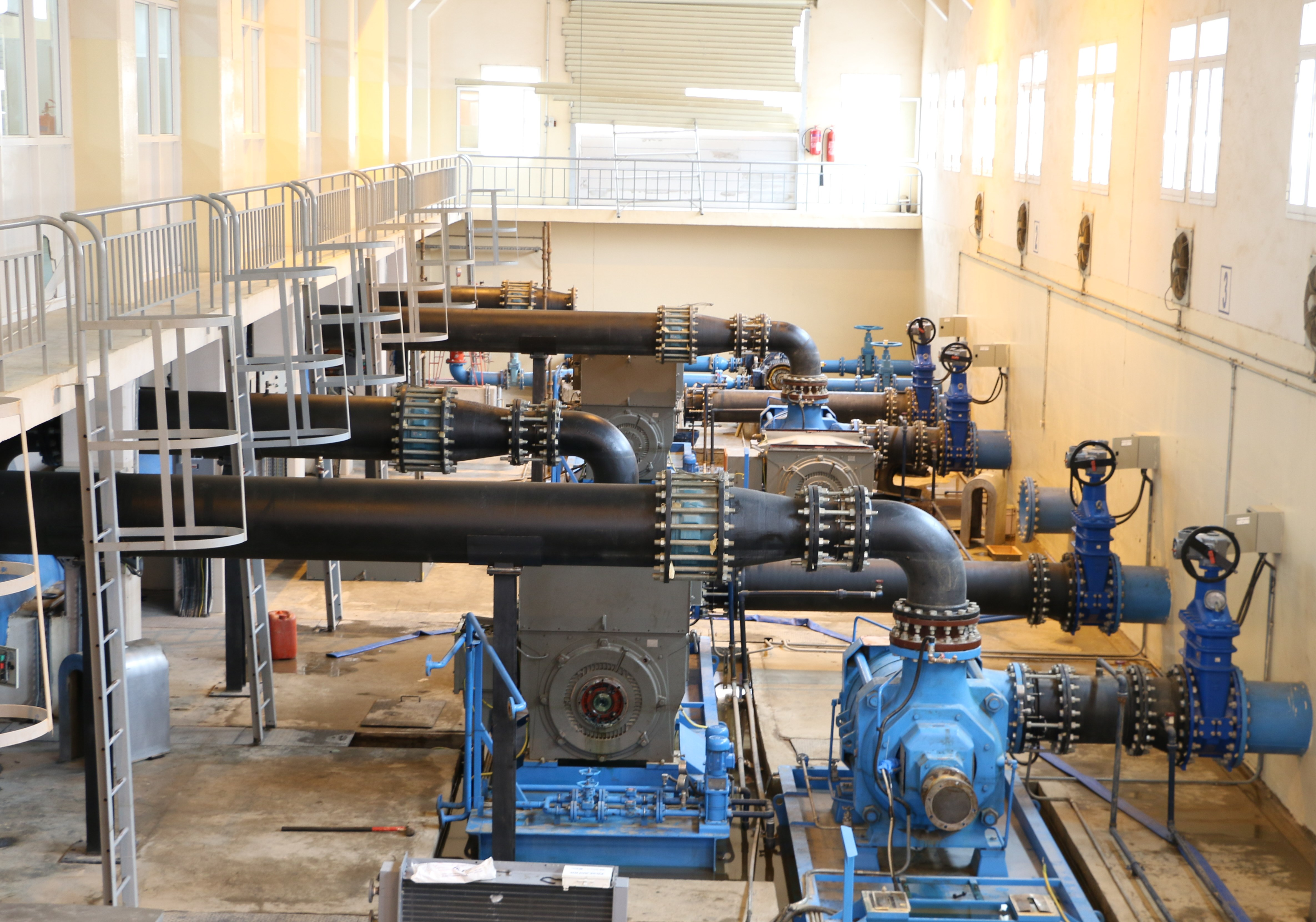 الكهرباء والمياه تباشر إصلاح الخلل الفني في محطة الضخ بفنجاء وتُفِّعل خطة الطوارئ