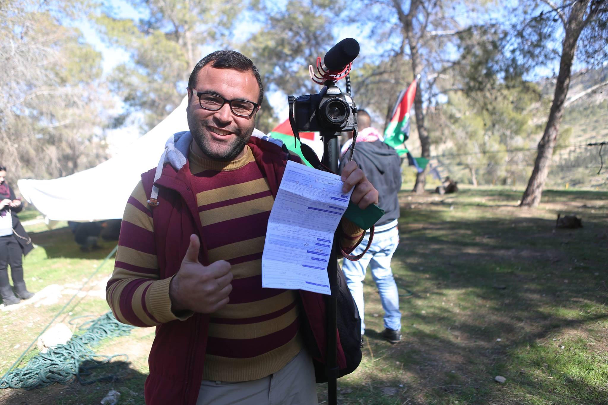 """شرطة الاحتلال تصدر بحق فلسطيني مخالفة """"سير على الأقدام"""""""