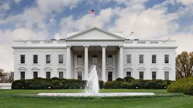 البيت الأبيض: ما يزيد عن 20 شخصا فحسب لا يزالون محتجزين بسبب حظر ترامب