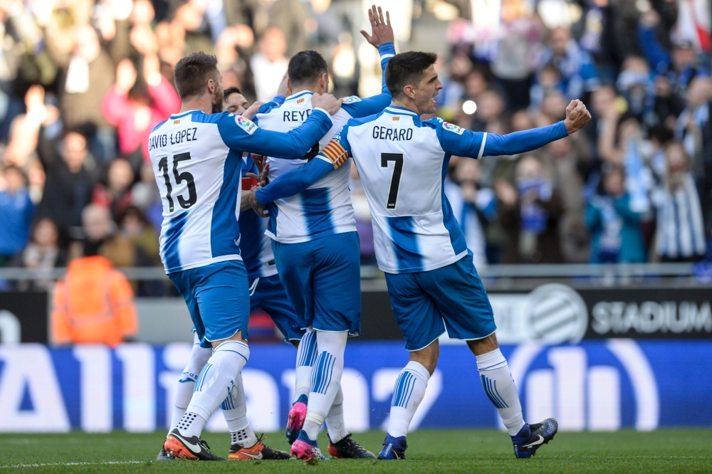 إسبانيول يقدم هدية ثمينة لبرشلونة بفوزه على إشبيلية