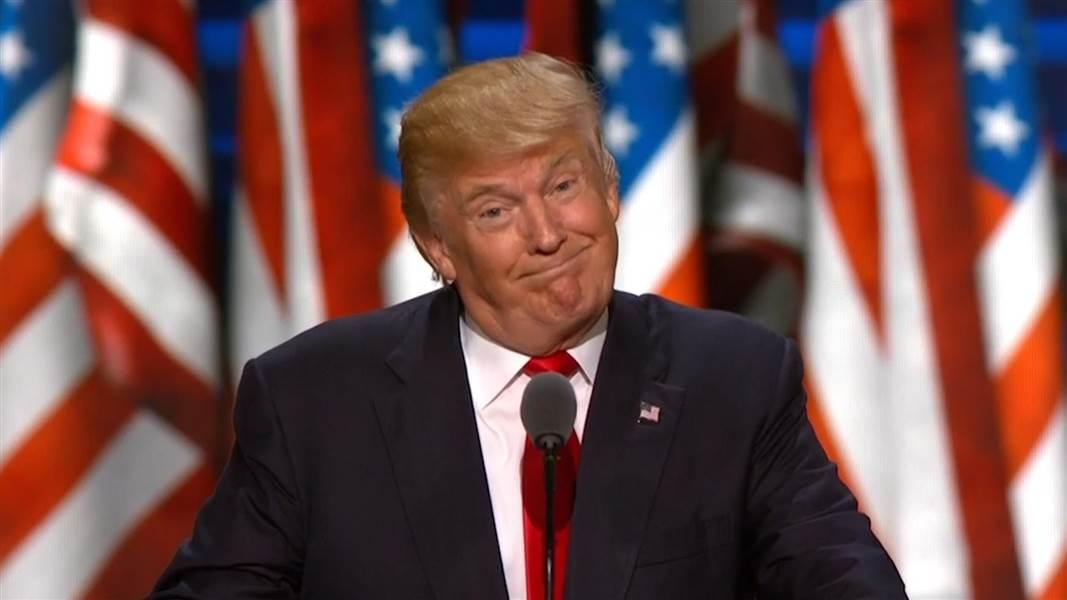 البيت الأبيض يدافع عن قرار ترامب في شأن الهجرة.. واستياء في العالم