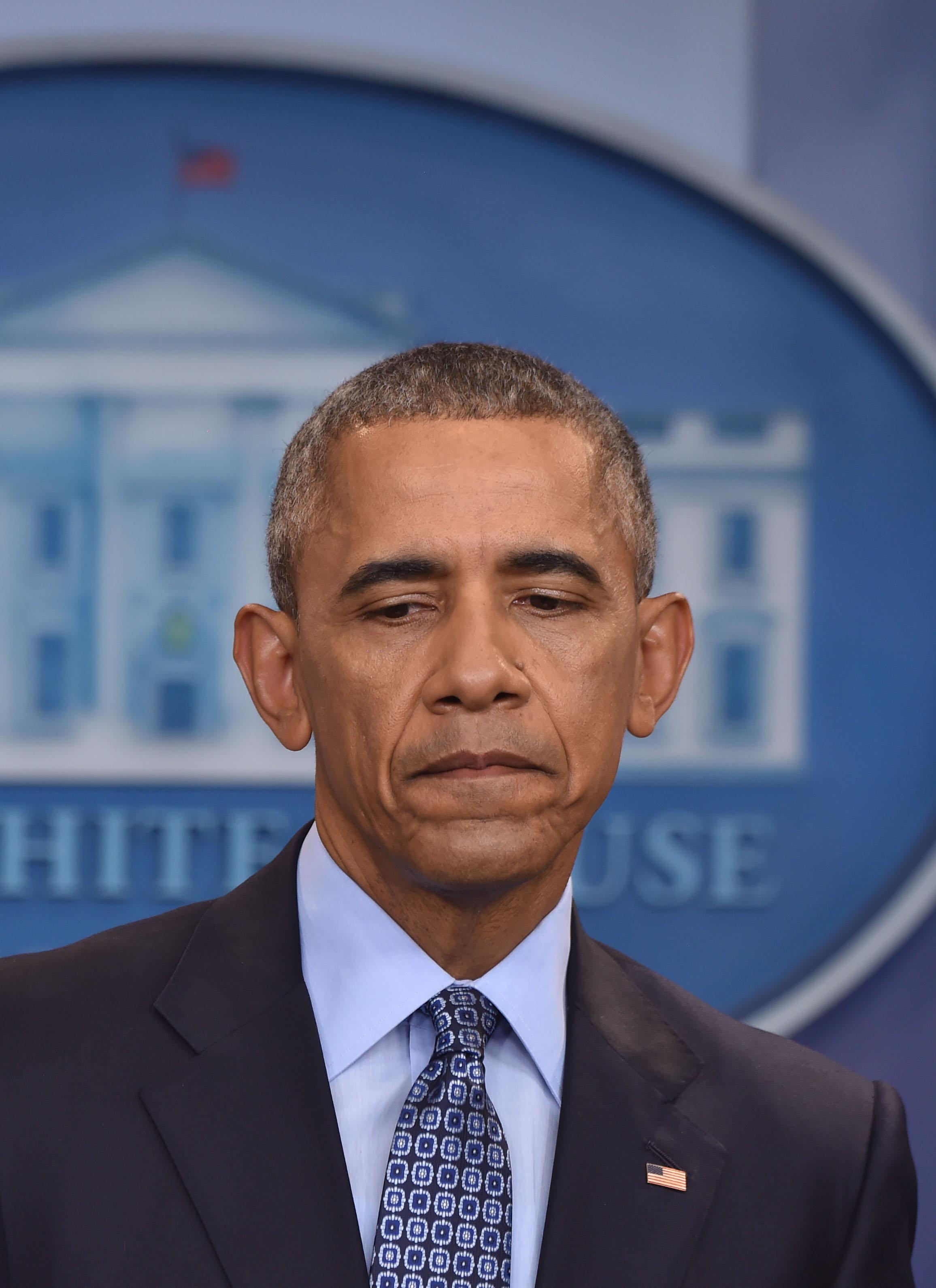 أوباما يعود لمواجهة ترامب.. دعا إلى التظاهر ضد التمييز