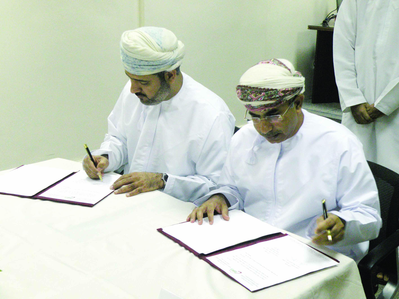 """اتفاقية لتوصيل الخدمات بين بريد عُمان و""""الاختصاصات الطبية"""""""