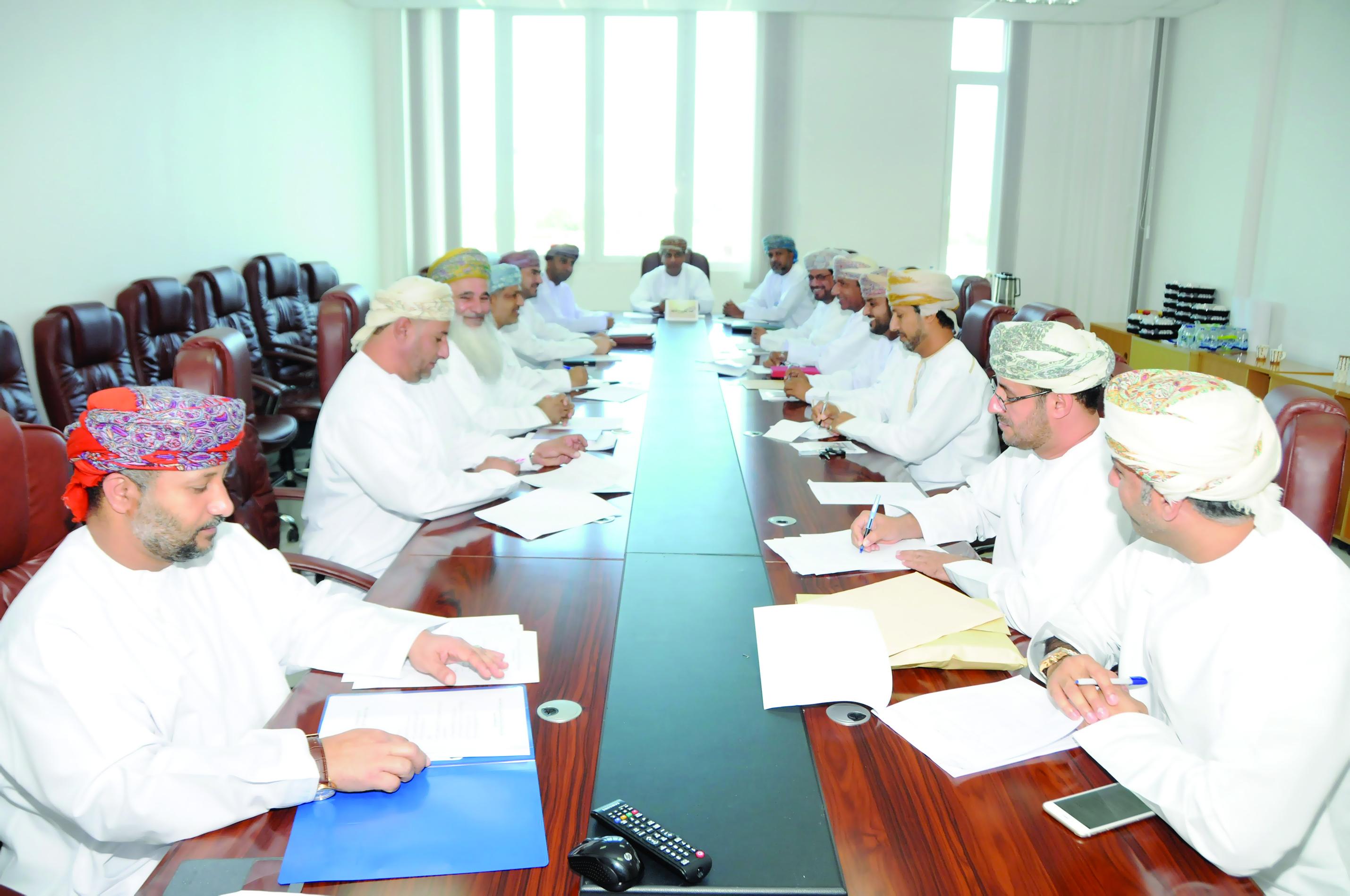 مكتب مسابقة المحافظة على النظافة المدرسية يجتمع برؤساء اللجان المحلية
