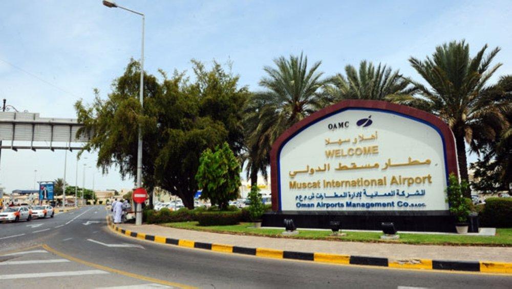 ثعبان على متن طائرة يتسبب في إلغاء رحلة في مطار مسقط
