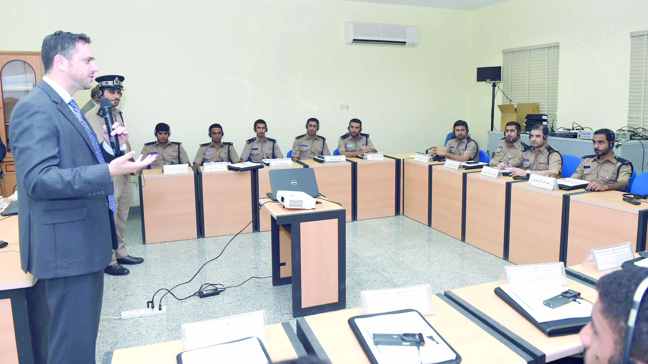 الشرطة تنفذ دورة تدريبية حول فحص وثائق السفر
