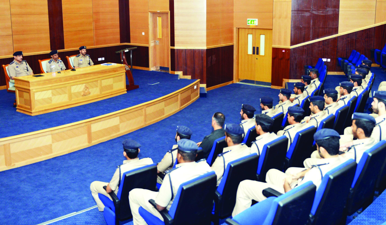 دورة في الحماية الأمنية والحراسات بشرطة محافظة الداخلية