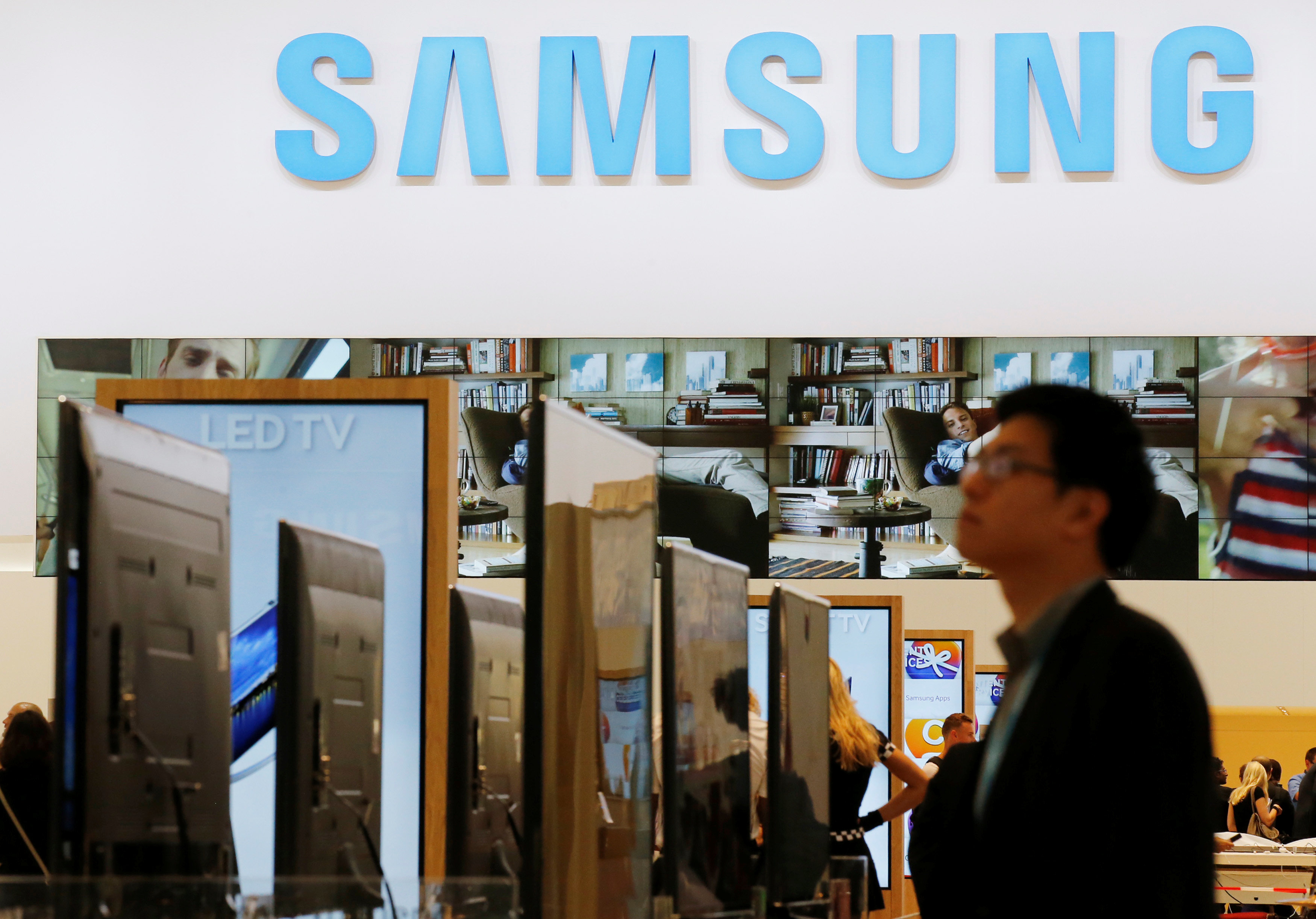 Apple tops Samsung by smartphone sales amid Note 7 recall: Chart