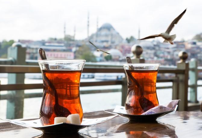ليسوا عصبيين.. يعشقون الشاي.. ما لا تعرفه عن الشعب التركي